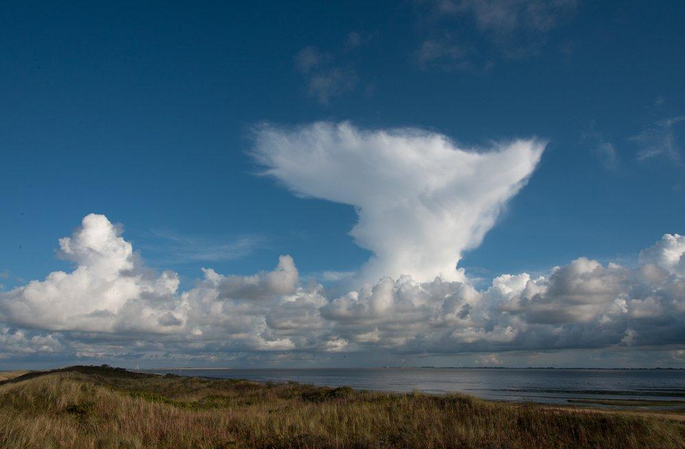 Cumuluswolken über dem Osten von Wangerooge